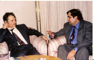 Suratda׃ Mustafo Jemil o'g'li(chapda) va Jahongir Muhammad. 1995.