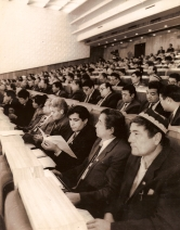 1990 yil. O'zbekiston Oliy Kengashi majlisida.